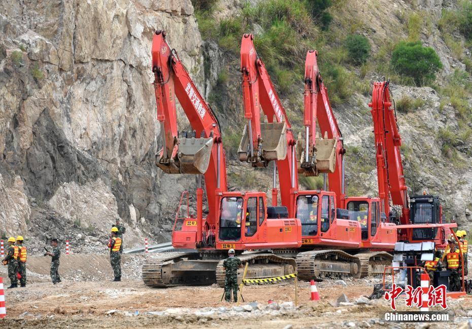 统计局:8月挖掘机生产17524台